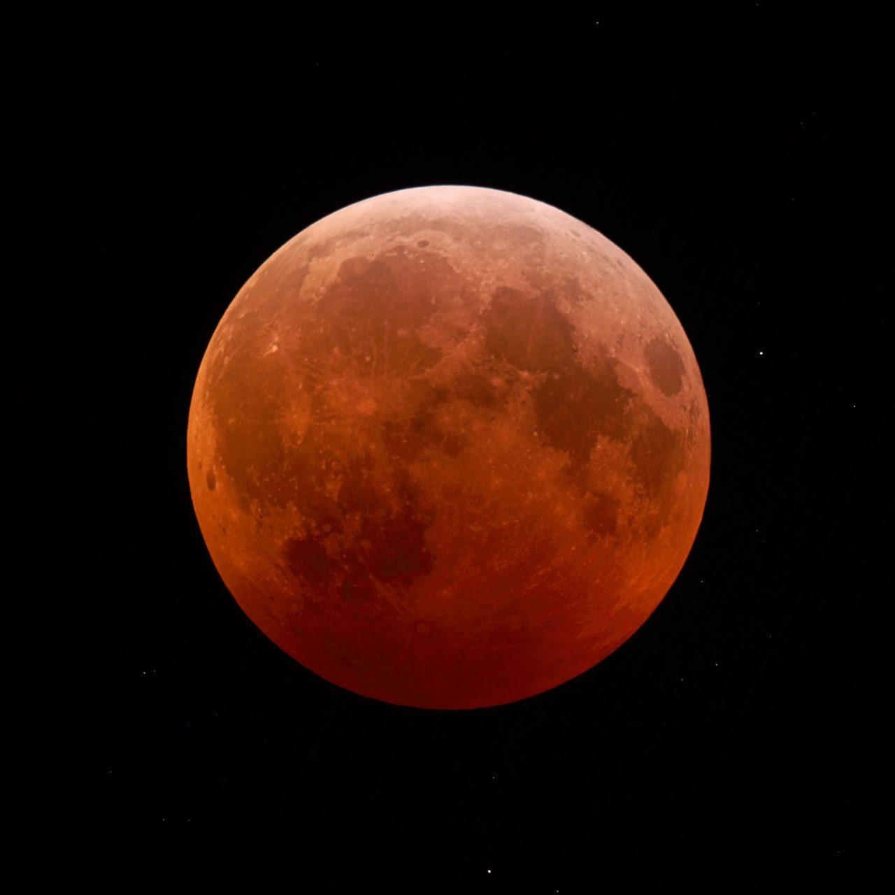 Der maximal verfinsterte Mond während der totalen Mondfinsternis am 21.01.2019 um 06:12 MEZ